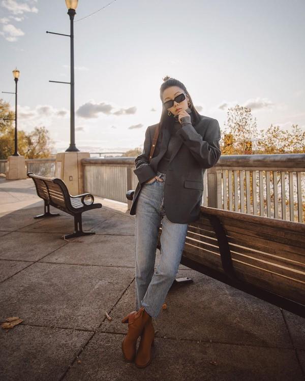 jacket blazer high waisted jeans turtleneck bag