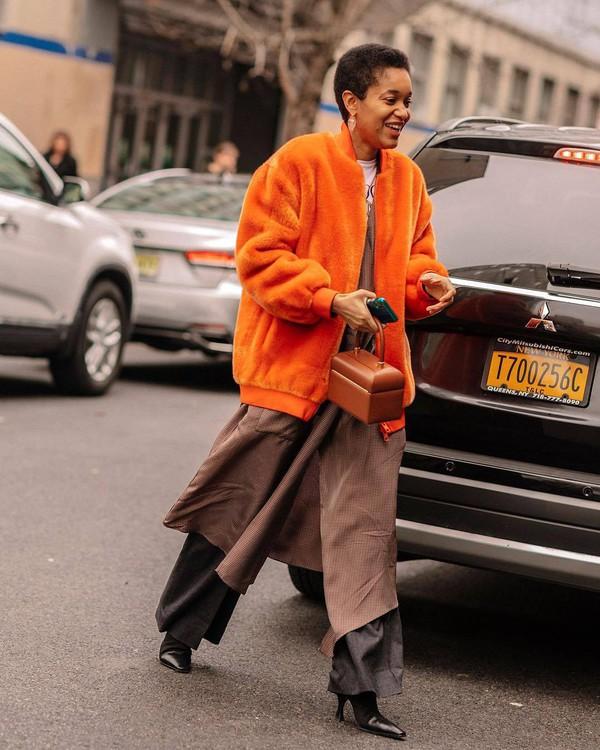 bag handbag brown bag teddy jacket wide-leg pants grey pants kimono black boots white t-shirt