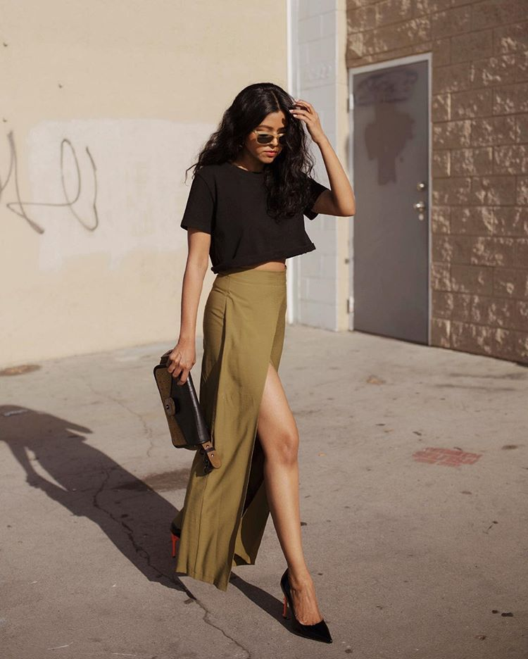 skirt maxi skirt high waisted skirt slit skirt black t-shirt cropped pumps bag
