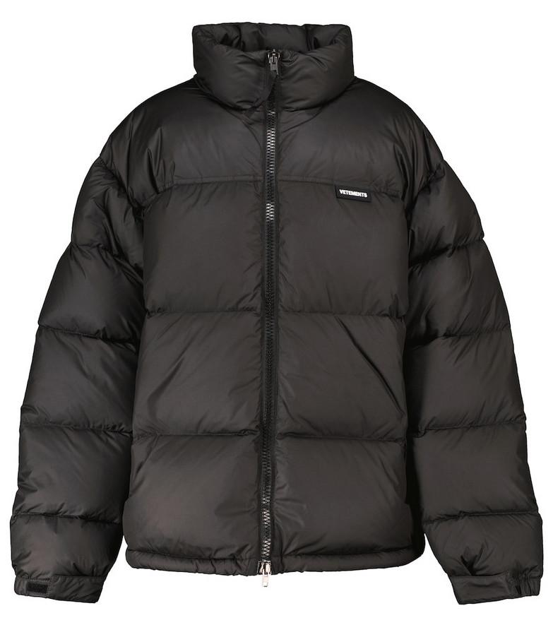 VETEMENTS Logo puffer jacket in black