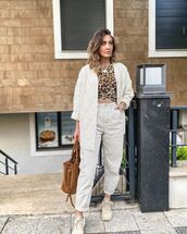pants,white pants,white jacket,sneakers,leopard print,t-shirt,brown bag
