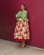 top,ruffled top,midi skirt,floral skirt,sandal heels