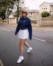 sweater,sweatshirt,white shorts,white sneakers