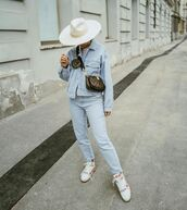 jacket,denim jacket,high waisted jeans,sneakers,crossbody bag,white t-shirt,hat