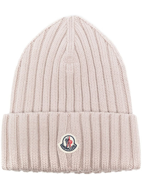 Moncler logo-patch ribbed beanie in pink