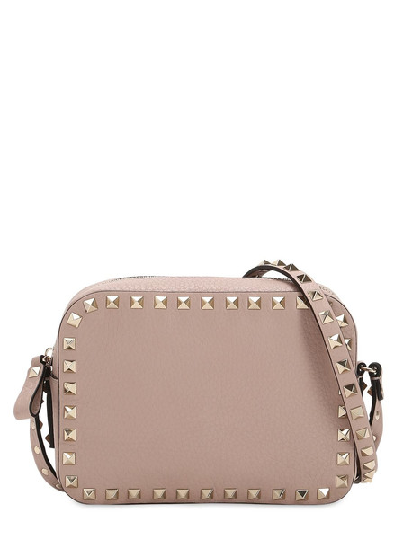 VALENTINO GARAVANI Rockstud Leather Camera Bag in pink