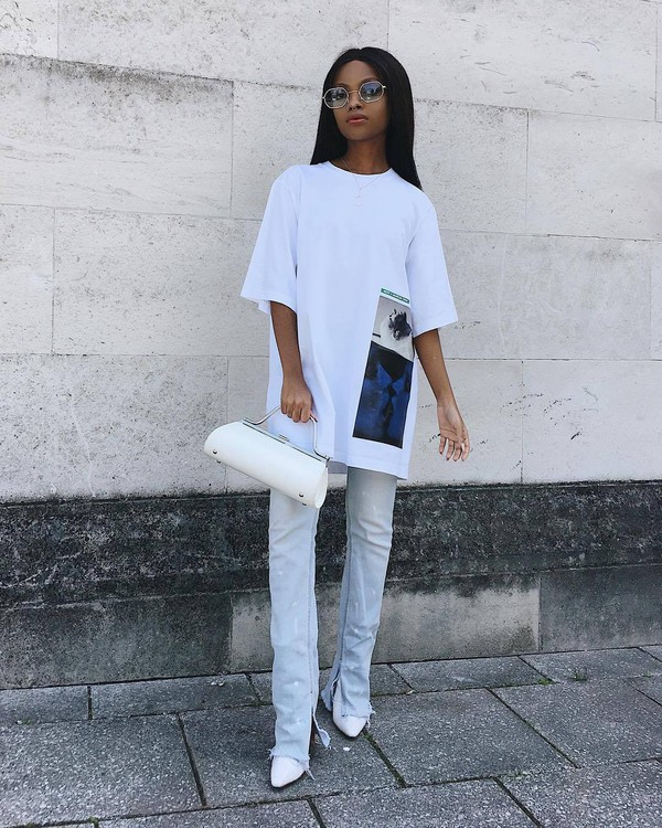 top white t-shirt dsquared skinny jeans cropped jeans white bag
