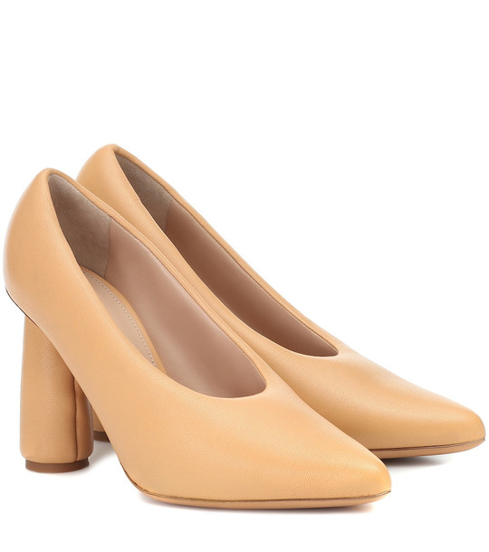 Jacquemus Les Chaussures Jacques leather pumps in brown
