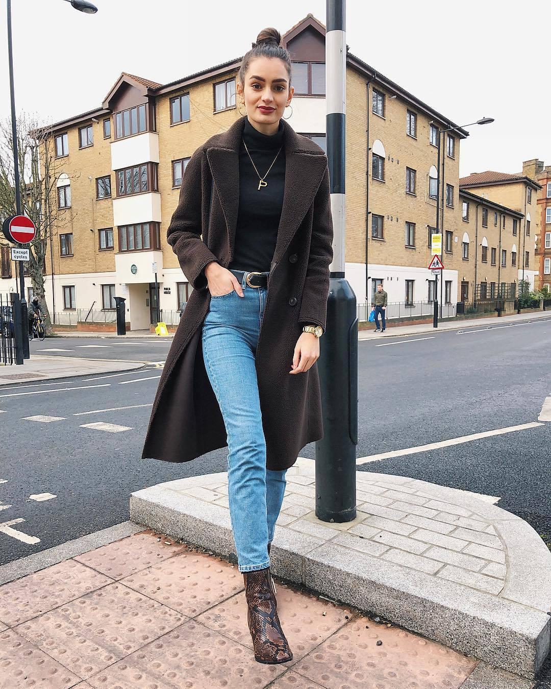 coat brown coat ankle boots snake print heel boots high waisted jeans black belt black turtleneck top long coat brown boots skinny jeans belt