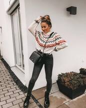 jeans,black skinny jeans,black boots,lace up boots,crossbody bag,black bag,white sweater