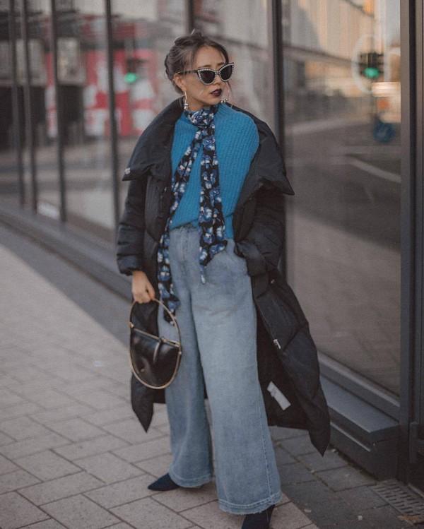 jeans high waisted jeans pleated free people black boots black bag handbag black jacket puffer jacket bershka scarf blue sweater