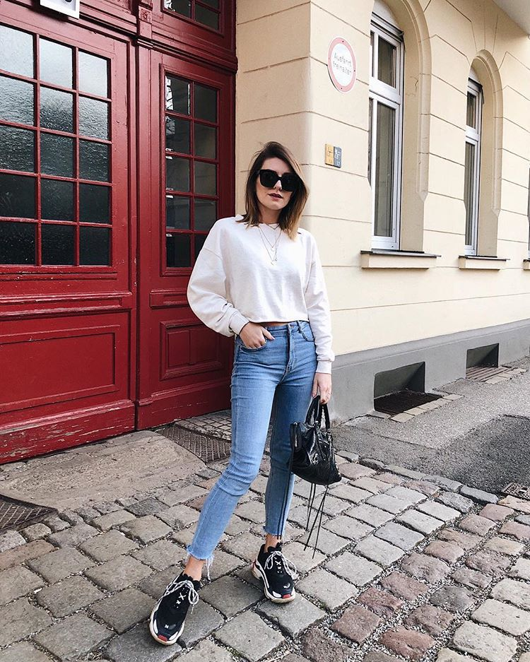 top crop tops white top black sneakers cropped jeans skinny jeans black bag balenciaga