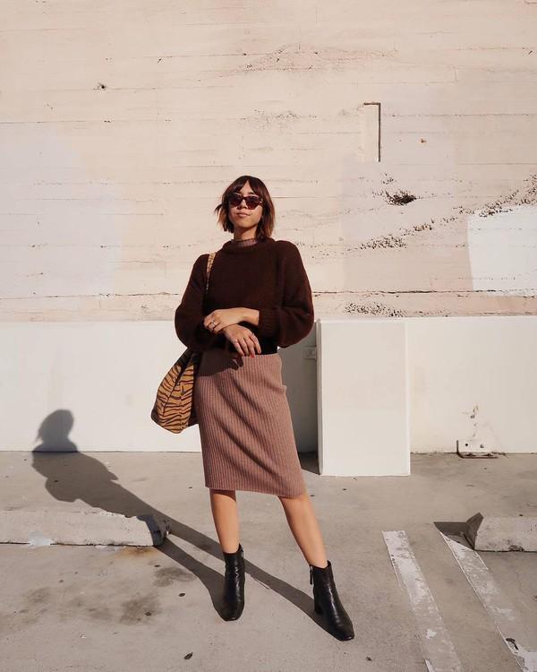 dress knitted dress midi dress turtleneck dress wool ankle boots black boots knitted sweater tiger print shoulder bag