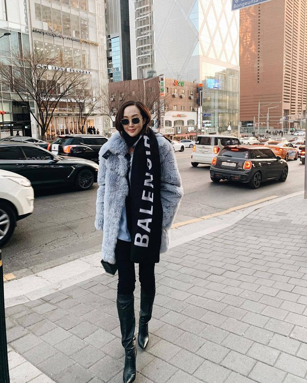 scarf balenciaga knee high boots black boots black skinny jeans faux fur coat blue coat blue sweater
