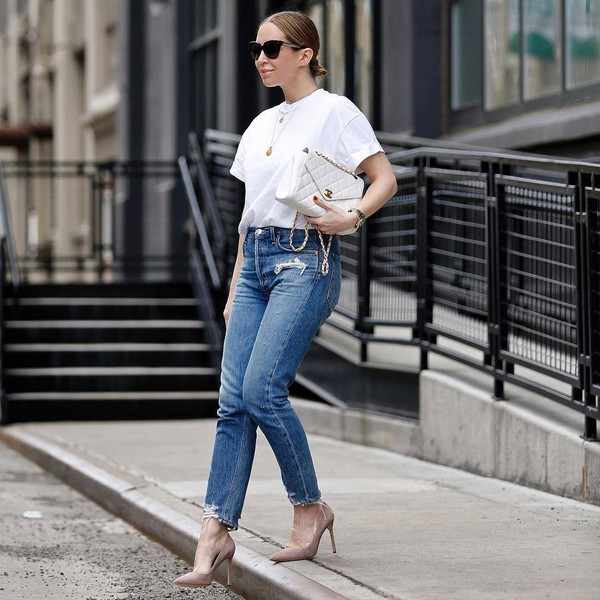 top white t-shirt skinny jeans high waisted jeans cropped jeans pumps white bag chanel bag