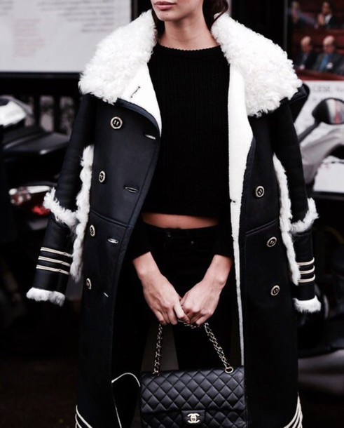 coat sara sampaio fur coat black coat black top black crop top black jeans chanel chanel bag