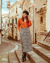 skirt,midi skirt,leopard print,black and white,black boots,knee high boots,sweater,beret