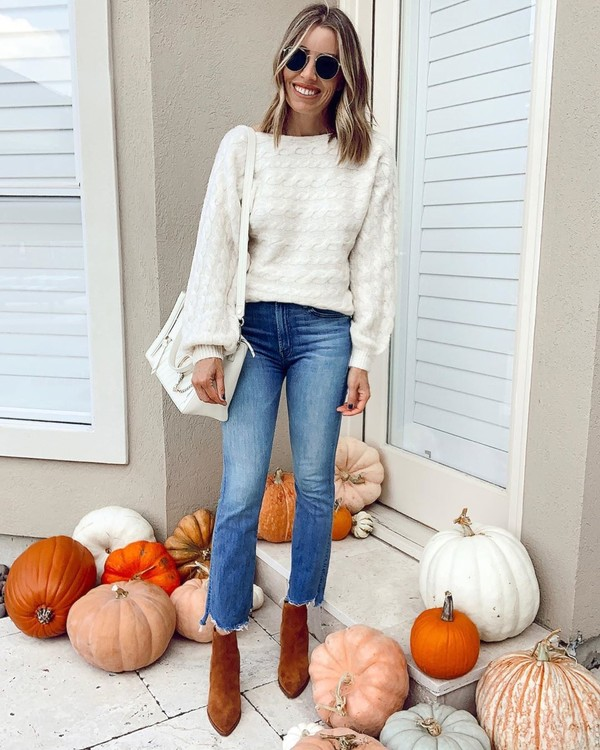 sweater white sweater cropped jeans skinny jeans ankle boots brown boots white bag