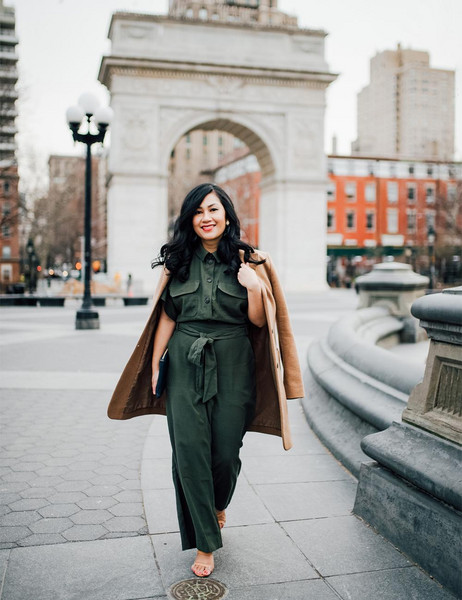 mimi & chichi blog blogger jumpsuit coat jewels green jumpsuit spring outfits