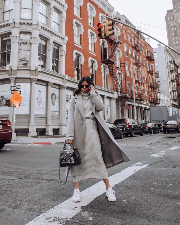 skirt midi skirt grey skirt knitted skirt grey sweater turtleneck sweater set white sneakers black bag long coat grey coat