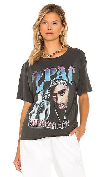 DAYDREAMER Tupac California Love Boyfriend Tee in Charcoal in black