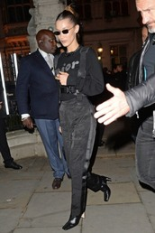 sweater,all black everything,bella hadid,model off-duty,boots,jeans