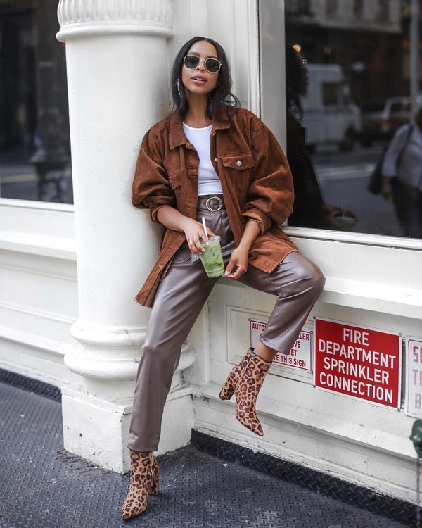 jacket oversized jacket leather pants high waisted pants ankle boots leopard print white t-shirt