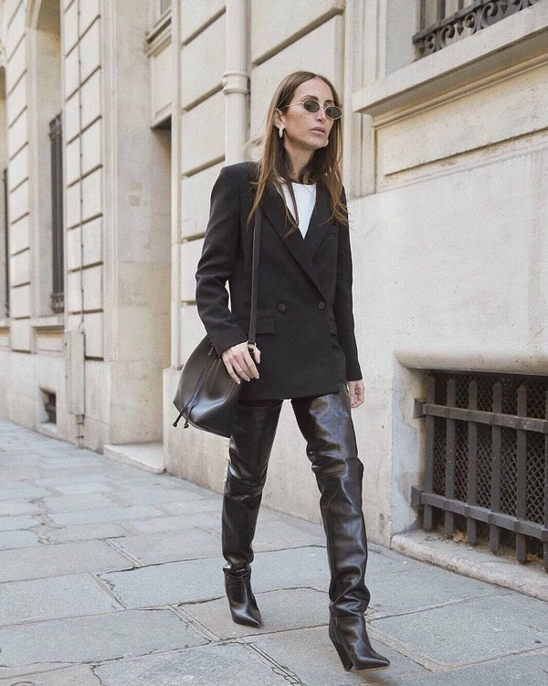 shoes black boots over the knee boots black bag black blazer double breasted oversized white t-shirt