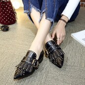 shoes,buckles,flats,black,rivets,pointed toe,campus