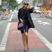 shoes,pumps,black shorts,black blazer,bag,black t-shirt