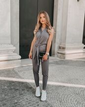 jumpsuit,white sneakers,sleeveless,bag