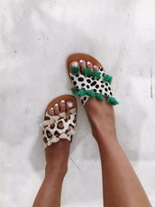 shoes,leopard print,sandals,tassel