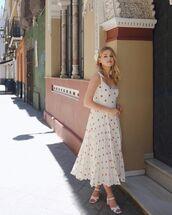 dress,white dress,pleated dress,polka dots,sleeveless dress,white sandals