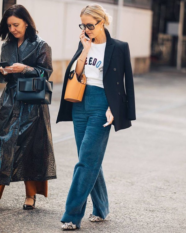 pants wide-leg pants high waisted pants blue pants boots blazer white t-shirt handbag