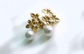 jewels,wedding,wedding accessories,rustic wedding chic,romantic,pearl,earrings,stud earrings,gold earrings,statement earrings,accent earrings,jewelry,gold jewelry,boho,boho jewelry,minimalist jewelry