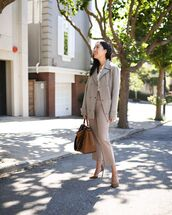 coat,grey coat,high waisted pants,pumps,bag,white shirt