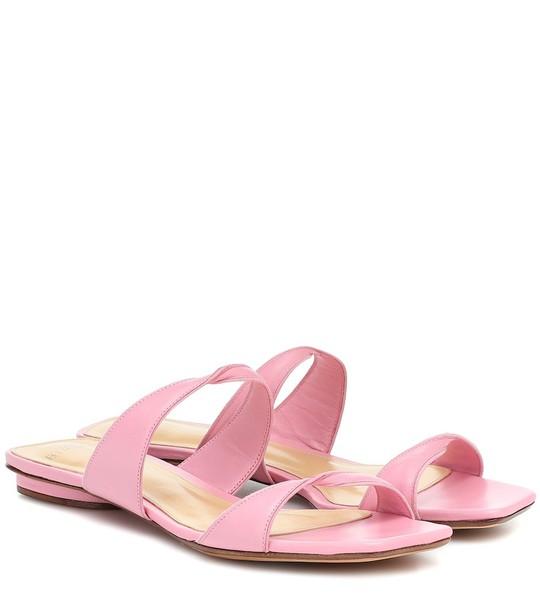 Alexandre Birman Miki Flat leather sandals in pink