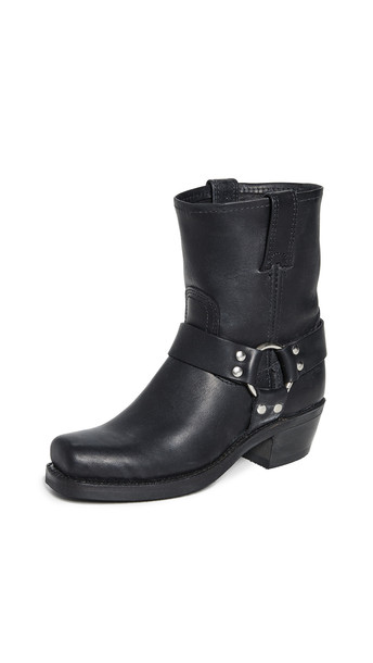 Frye Harness 8R Boots in black