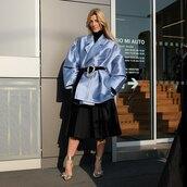 skirt,pleated skirt,midi skirt,black skirt,pumps,blue jacket,oversized jacket,black turtleneck top,black belt