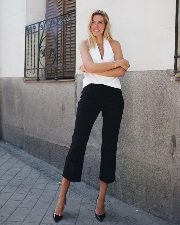 pants black pants capri pants high waisted pants white blouse pumps