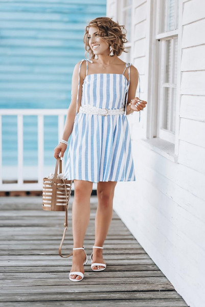 something delightful blogger dress jewels sandals striped dress summer outfits