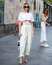 top,cropped t-shirt,white t-shirt,high waisted pants,cargo pants,pumps,handbag,black and white