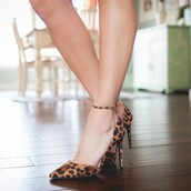 shoes,ankle strap pumps,leopard print,pointed toe,stilleto heels,brown