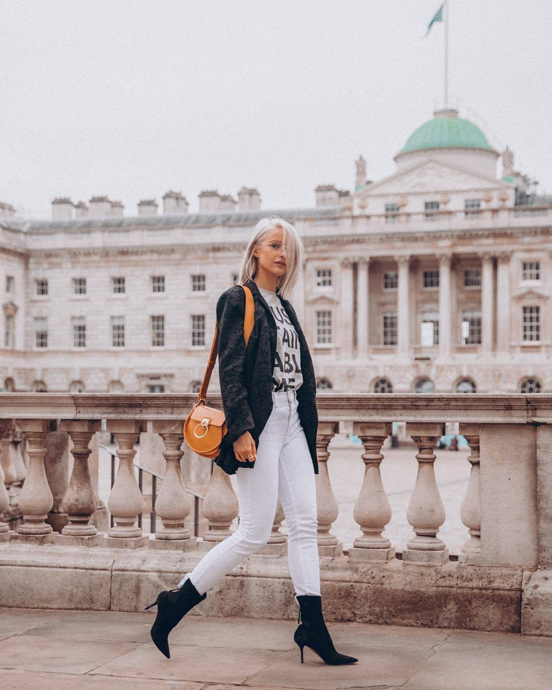 jeans white jeans skinny jeans black boots heel boots black blazer orange bag white t-shirt