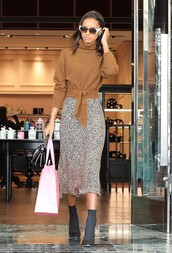 skirt,brown,sweater,midi skirt,model off-duty,fall outfits,fall sweater,fall colors,jasmine tookes