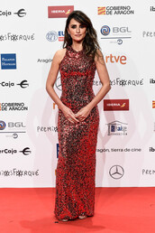 dress,penelope cruz,celebrity,sequins,sequin dress,sequin prom dress,red carpet dress,gold