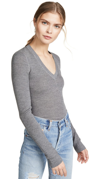 alexanderwang.t Wash & Go Knit V Neck Top in grey