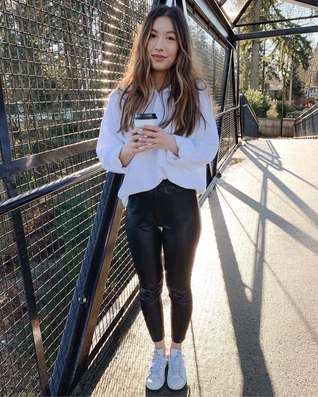 pants leather leggings white sneakers trainers white shirt oversized shirt casual