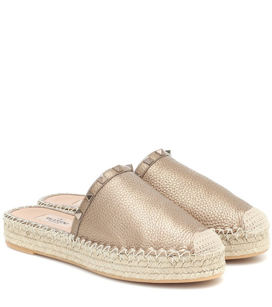 Valentino Rockstud leather mule espadrilles in gold