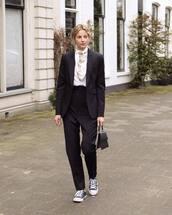 pants,black pants,high waisted pants,h&m,sneakers,converse,black blazer,black bag,white t-shirt,scarf